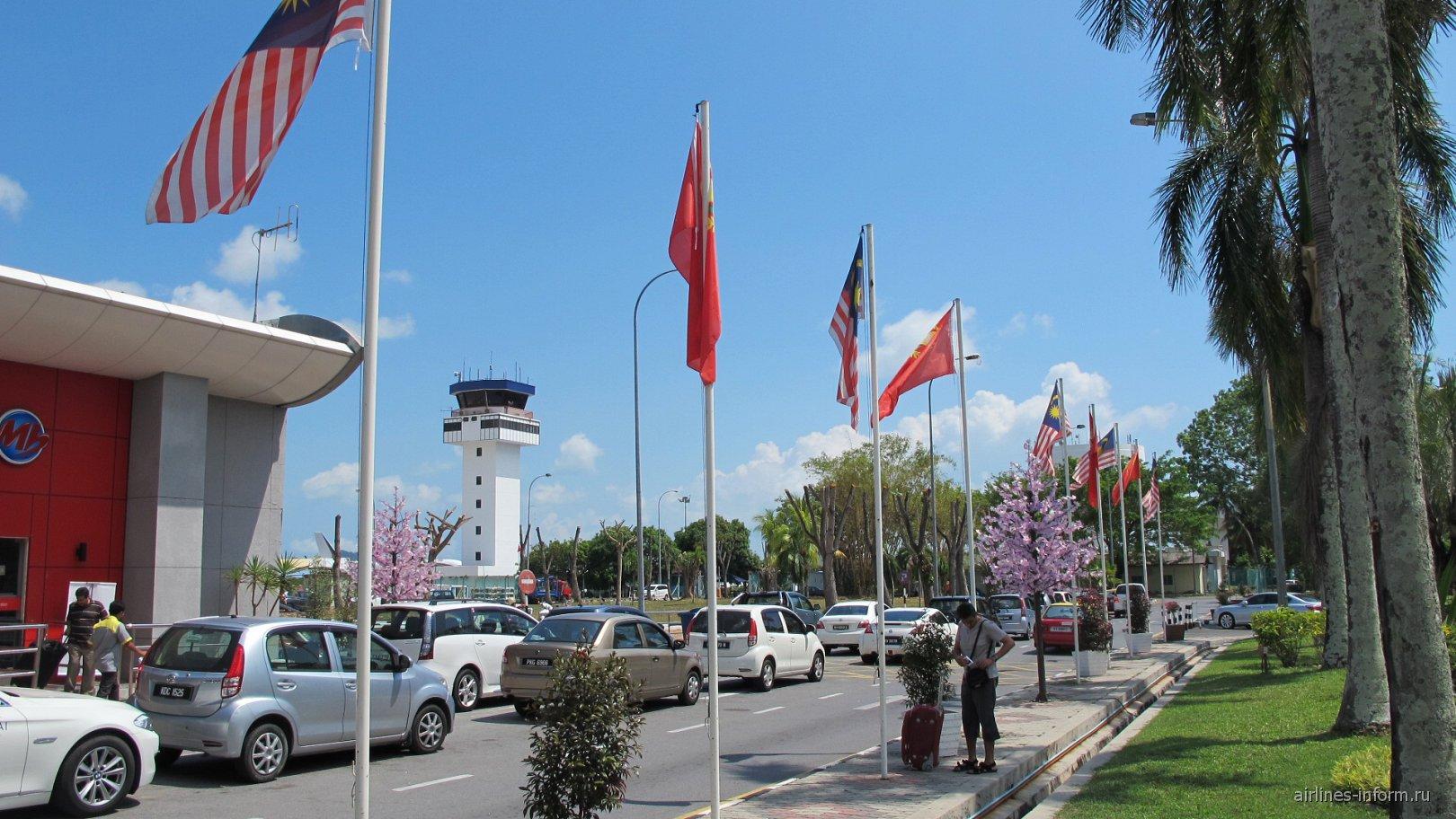 На привокзальной площади аэропорта Лангкави