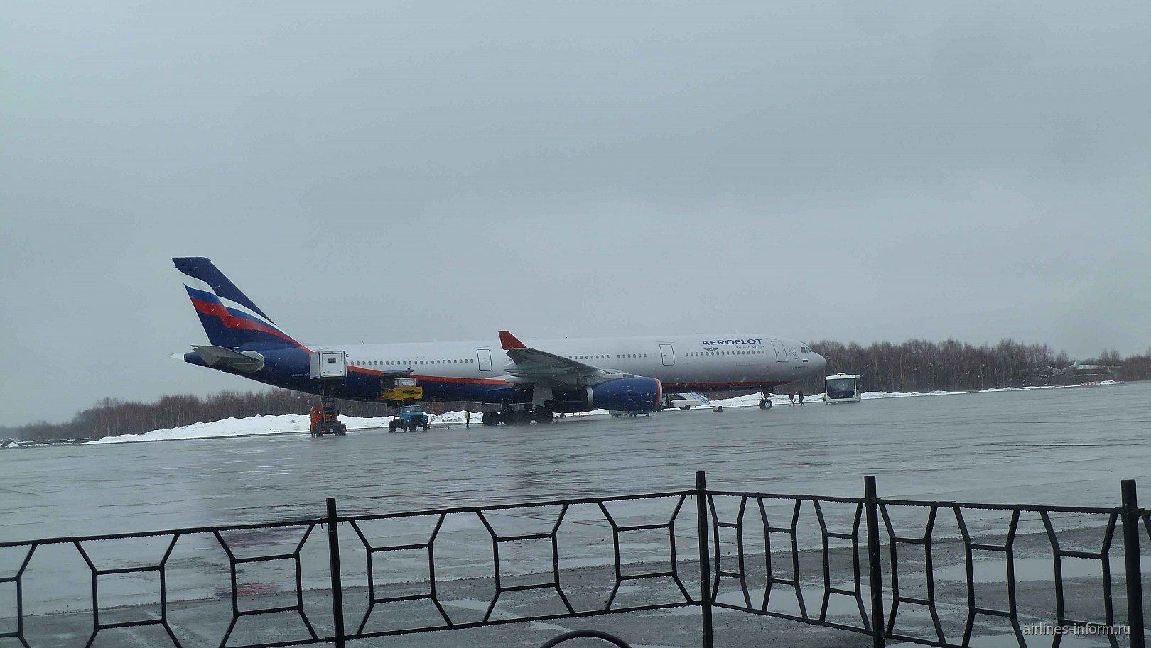 Airbus A330-300 Аэрофлота в аэропорту Елизово