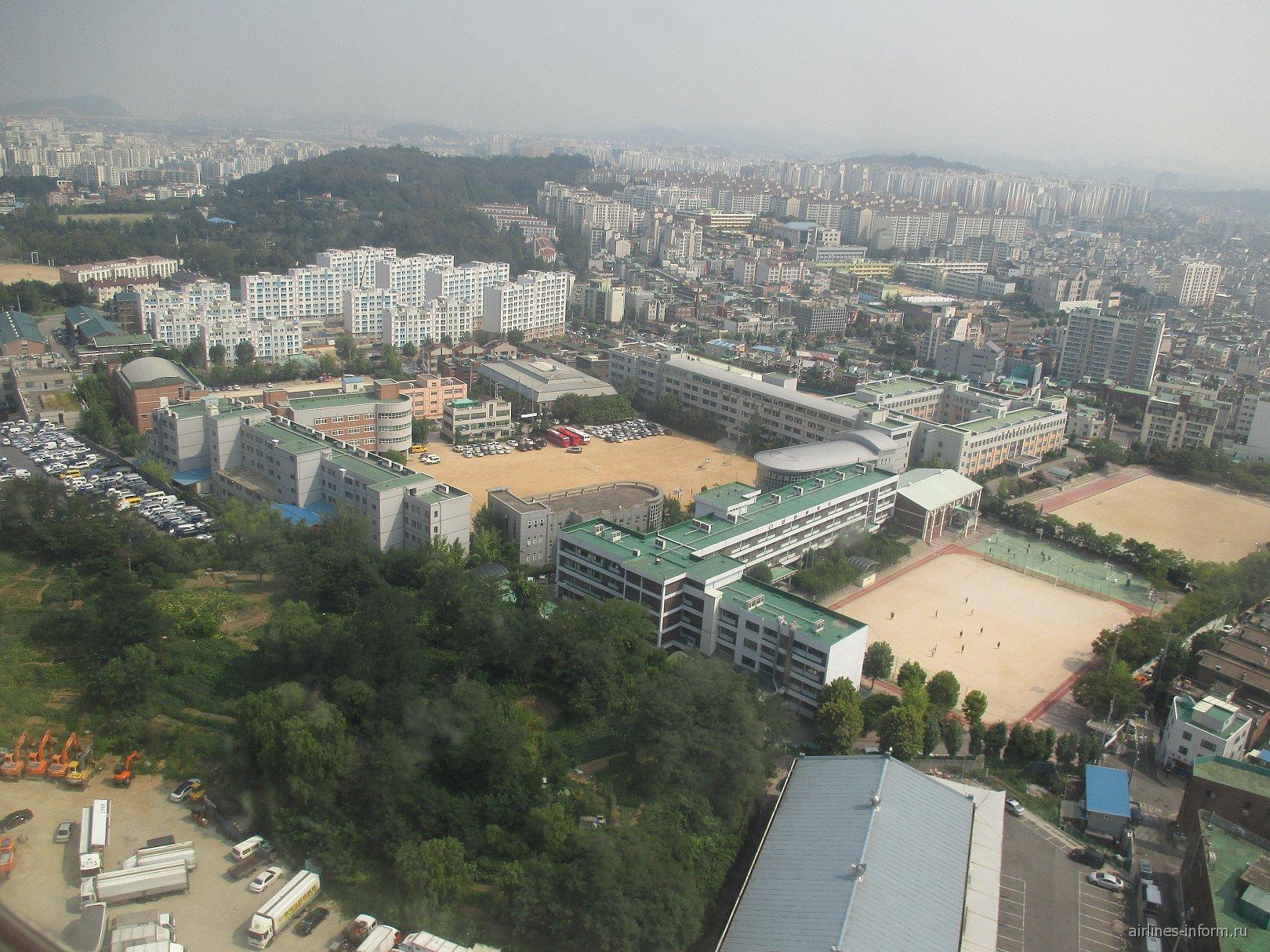 Жилые кварталы перед посадкой в аэропорту Сеул Гимпо