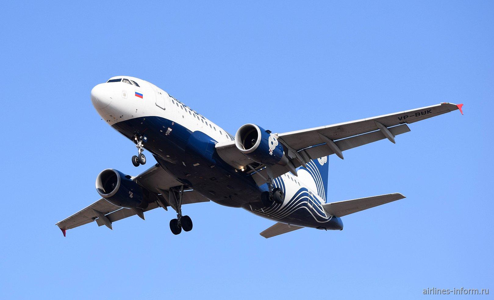 """Airbus A319 VP-BUK авиакомпании """"Аврора"""" взлетает в аэропорту Владивостока"""