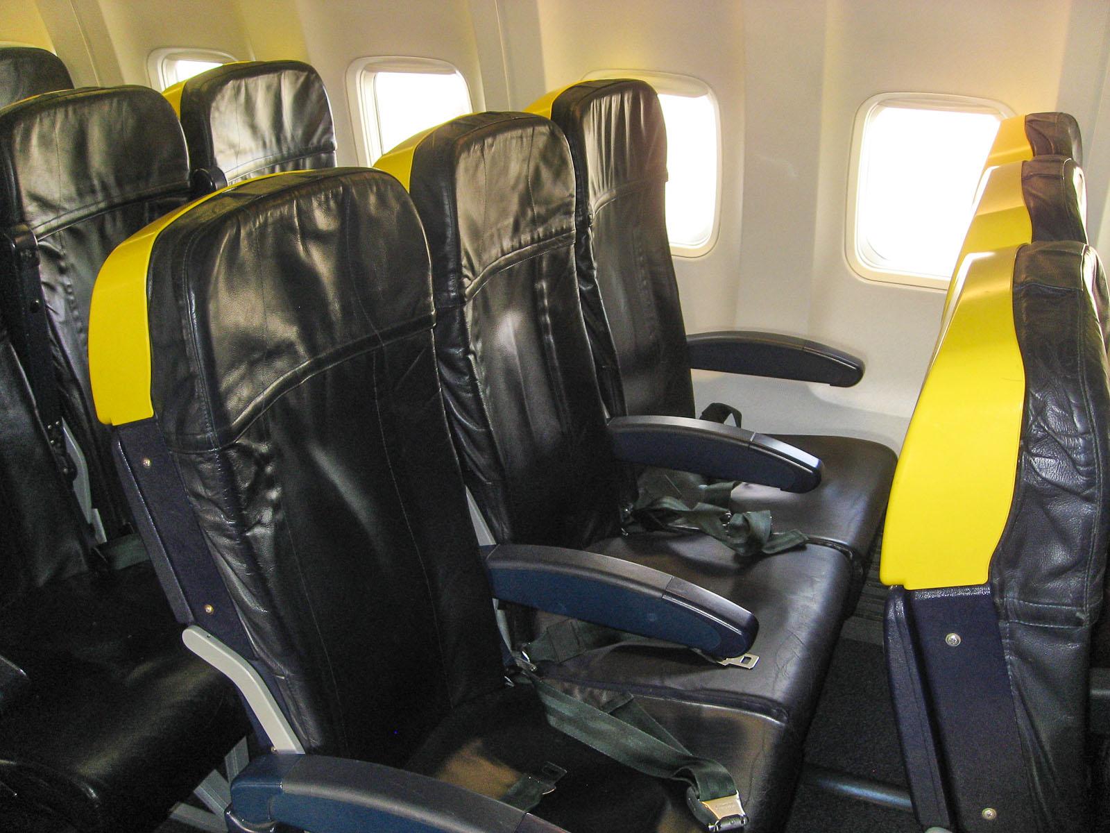 Пассажирские кресла в самолете Боинг-737-800 авиакомпании Ryanair