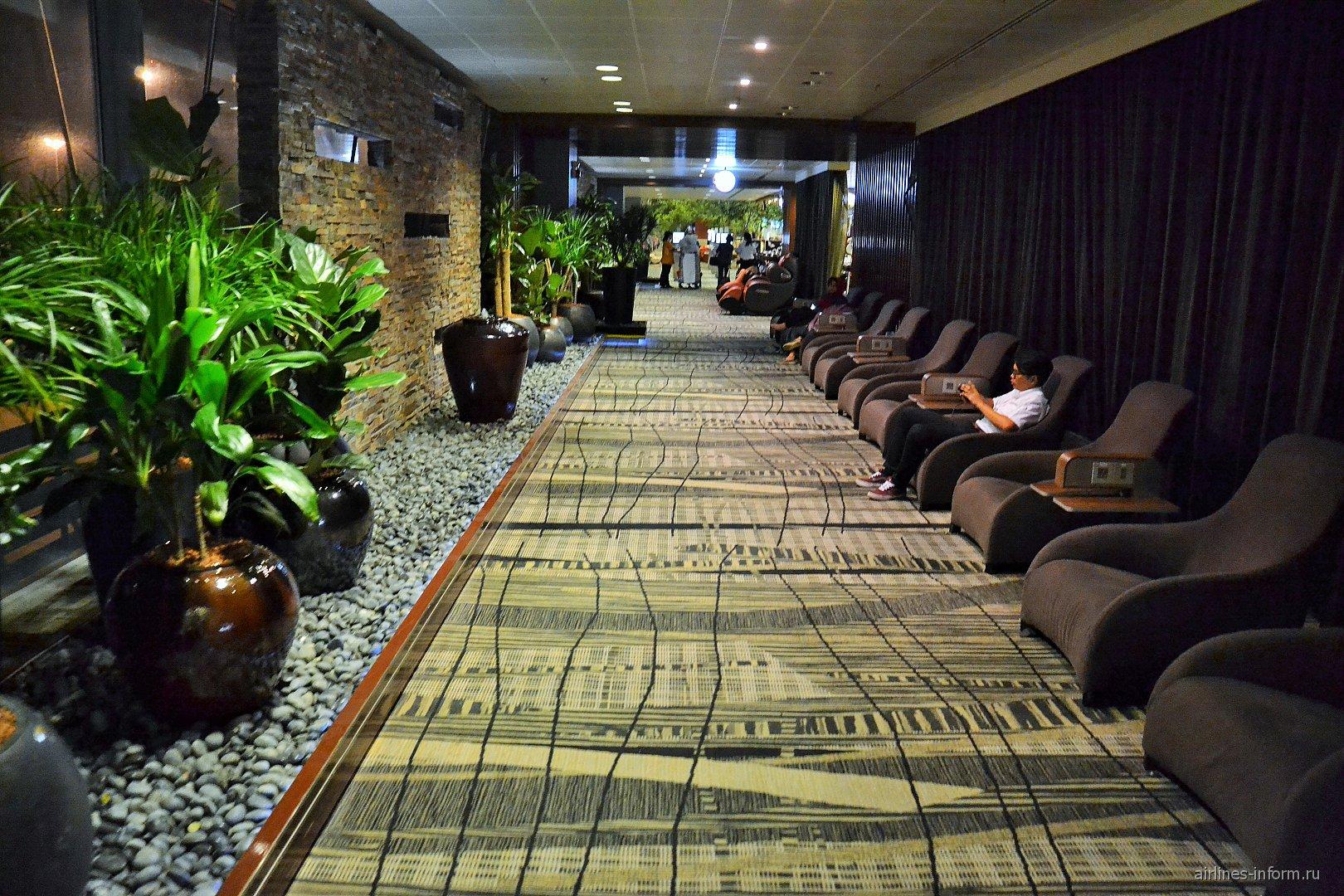 Зона отдыха пассажиров в терминале 3 аэропорта Сингапур Чанги