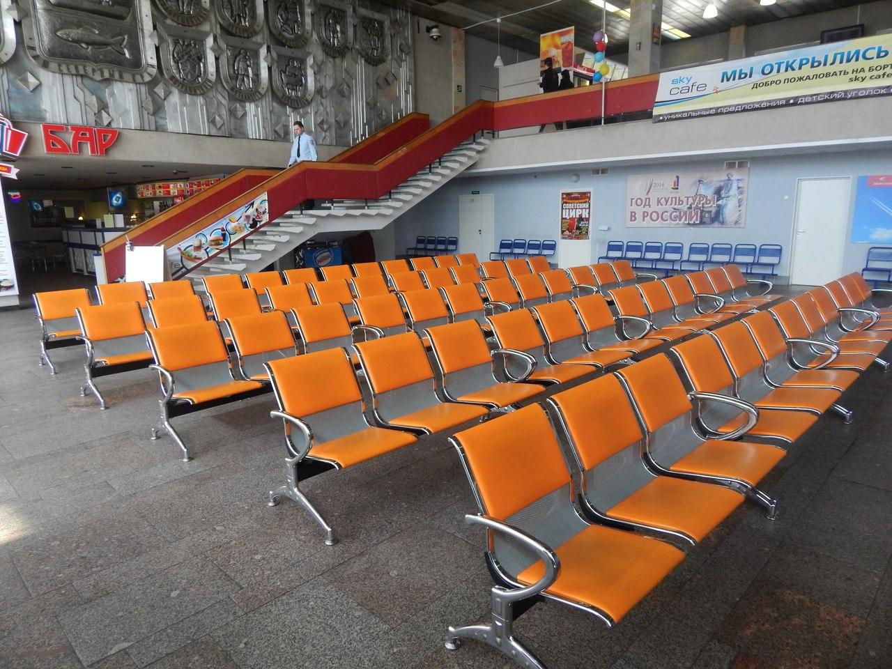 Зал ожидания в аэропорту Мурманск