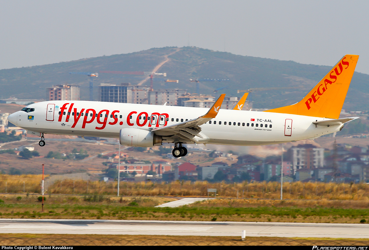 Табло аэропорта Ататюрк Стамбул Отправление