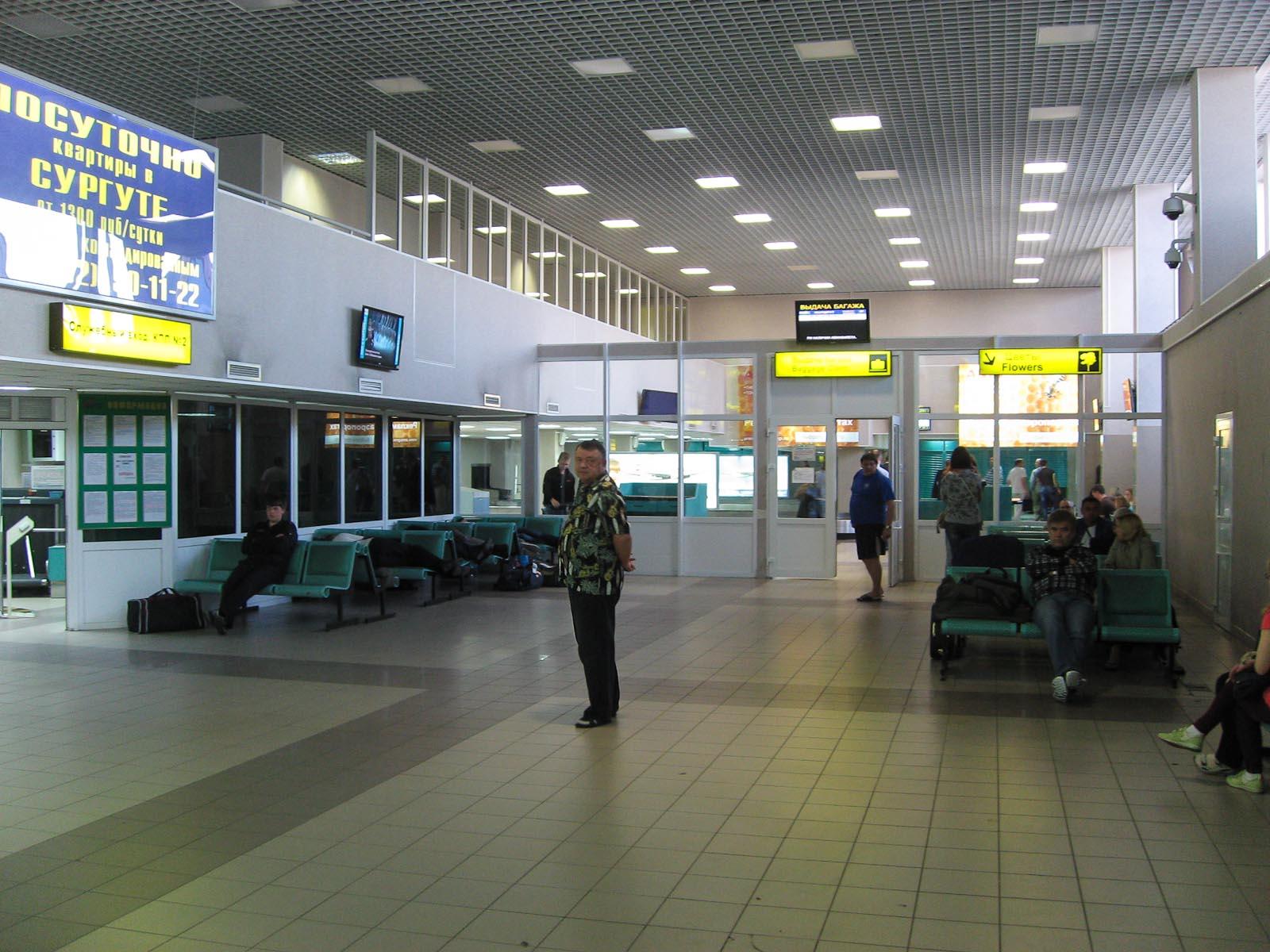 Зал прилета аэропорта Сургут
