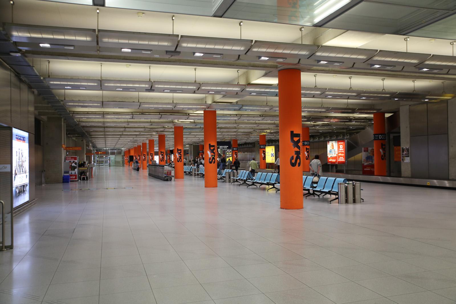 Зал прилета в терминале 2 аэропорта Кёльн/Бонн