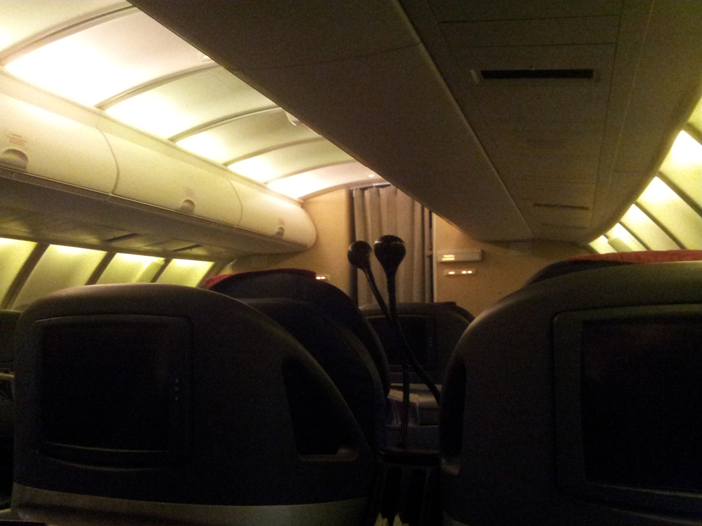 Салон бизнес-класса самолета Боинг-747-400 авиакомпании Трансаэро