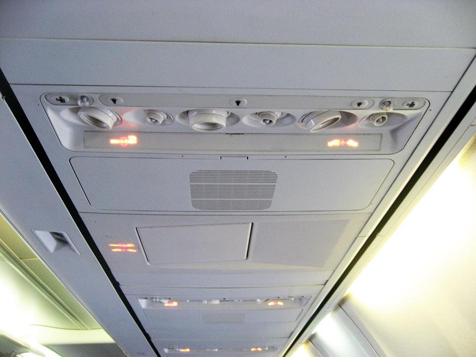 Салон эконом класса самолета Боинг-737-800