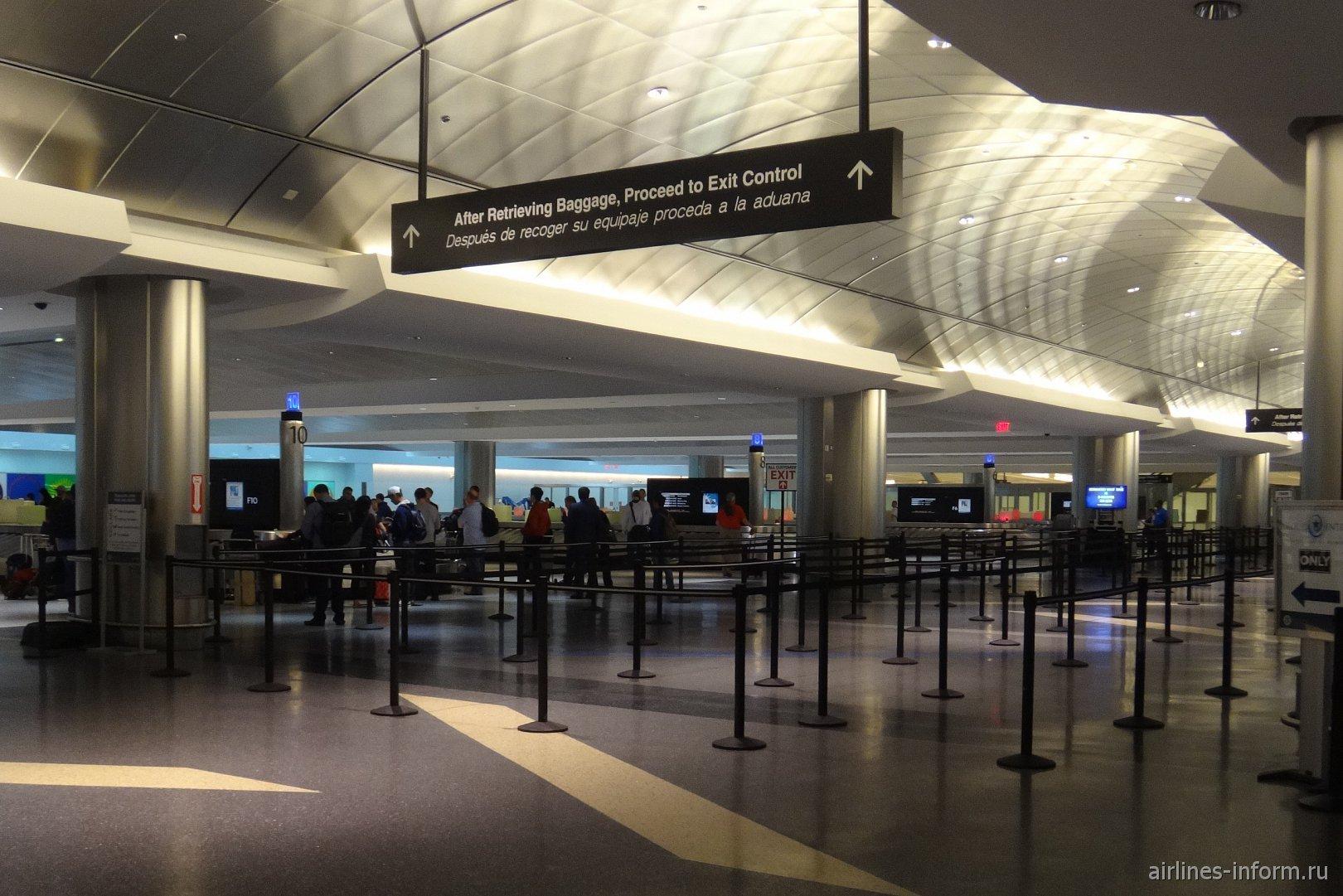 Зал выдачи багажа в аэропорту Хьюстон