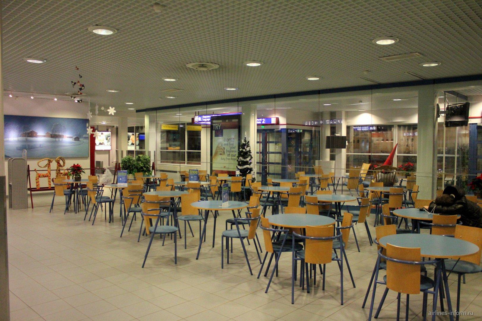Зал ожидания в зоне вылета аэропорта Каяни