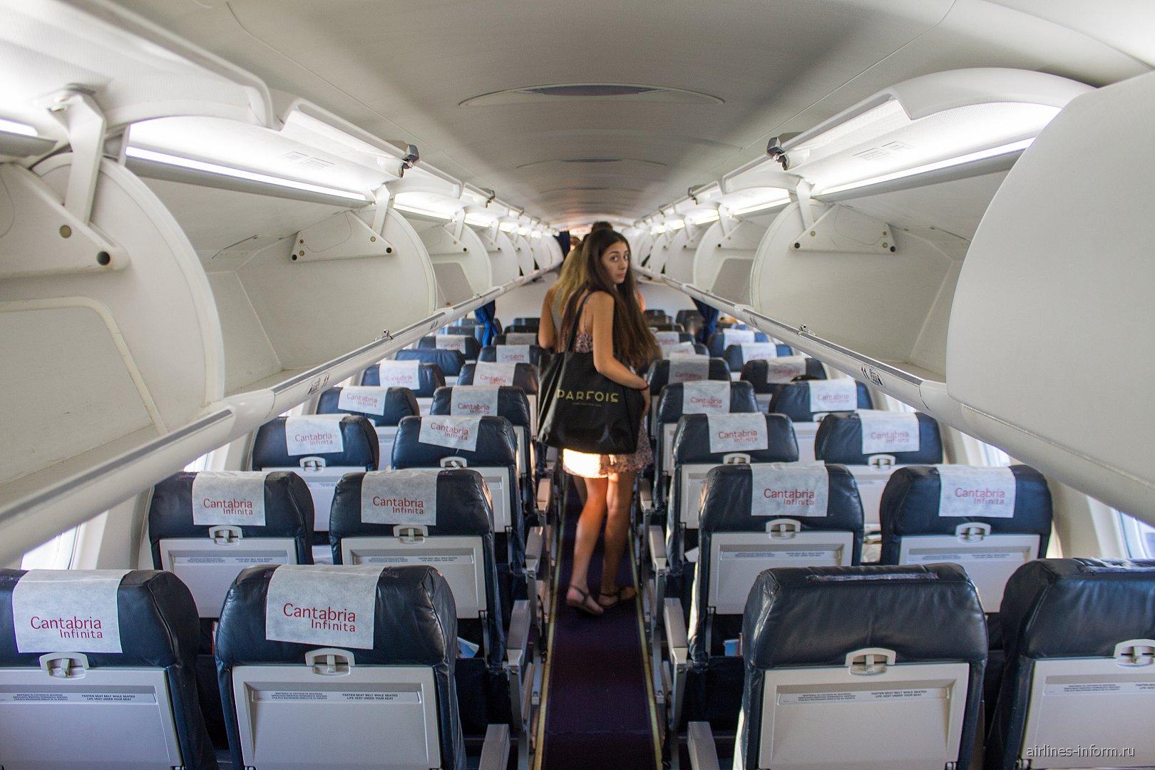 Салон самолета CRJ-1000 авиакомпании Air Nostrum