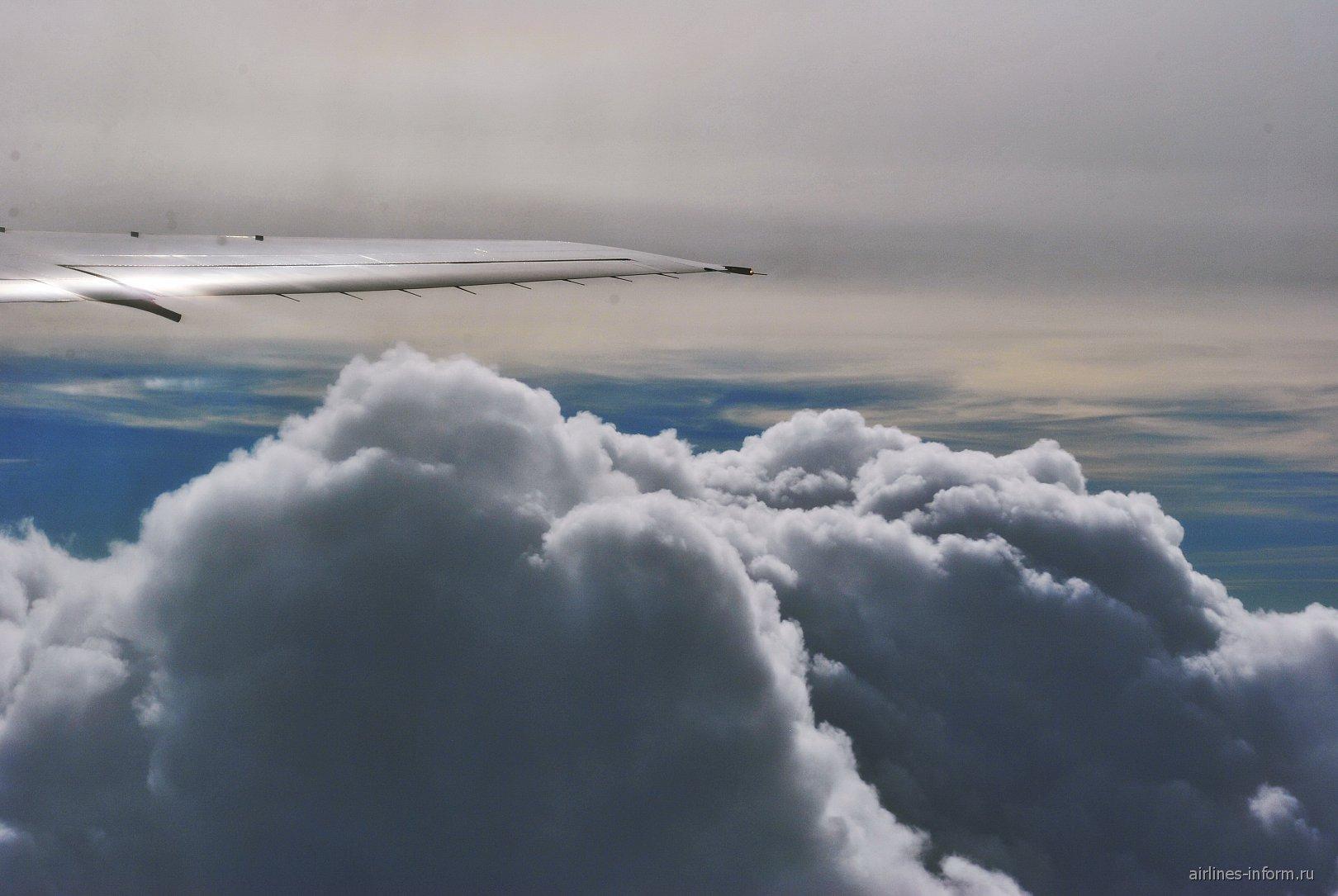 Облака над Крымом при взлете из Симферополя