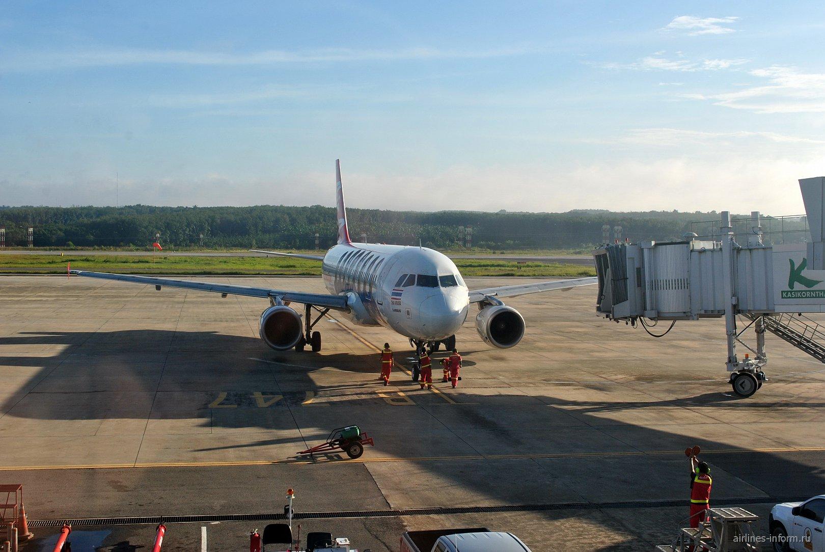 Airbus A320 авиакомпании Thai Air Asia в аэропорту Краби