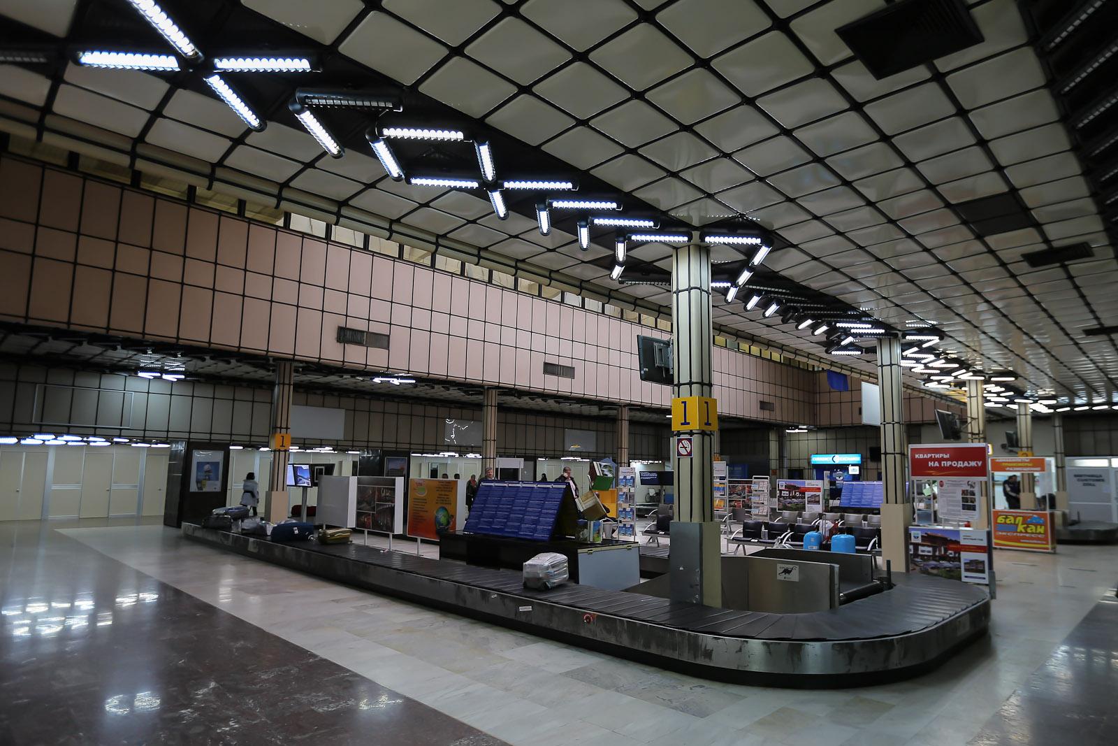 Зал выдачи багажа в старом терминале аэропорта Бургаса