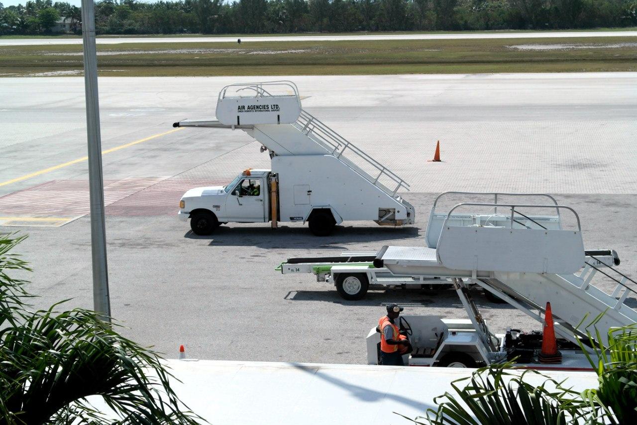 Трапы в аэропорту Джорджтаун на Каймановых островах