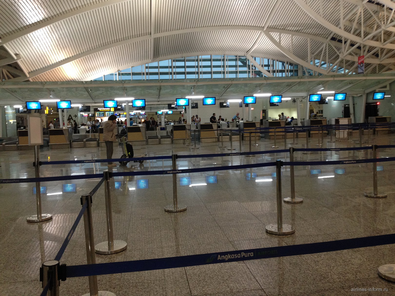 Стойки регистрации в аэропорту Денпасар Нгура Рай