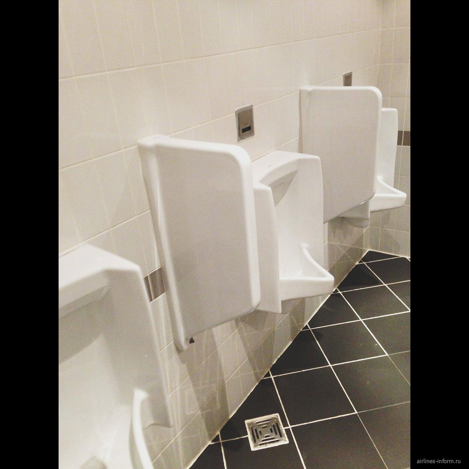 Туалеты в аэропорту Астана