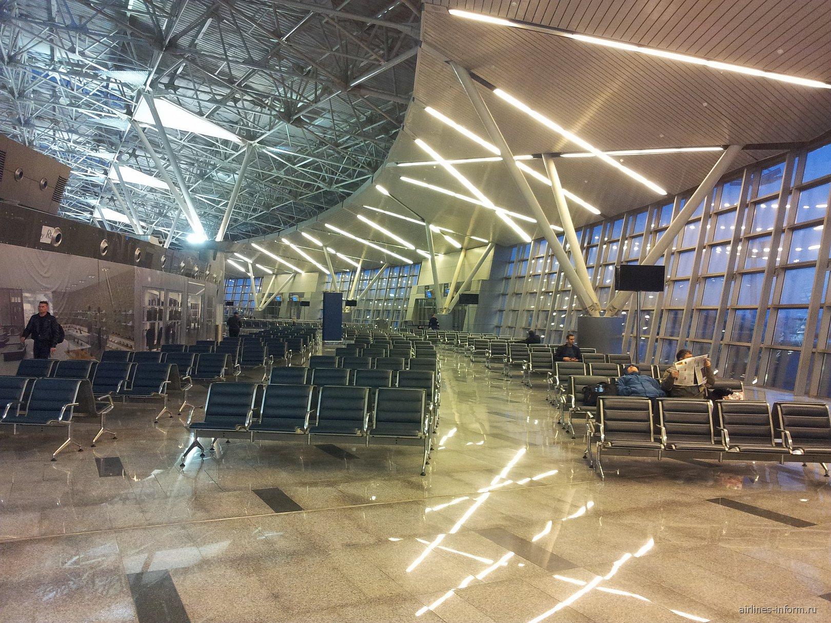 Зал ожидания в чистой зоне Терминала А аэропорта Внуково