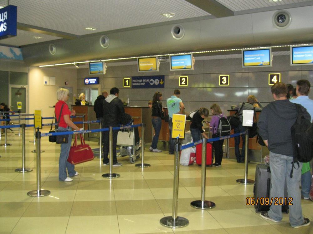 Регистрация на рейс Международных авиалиний Украины в терминале F аэропорта Борисполь