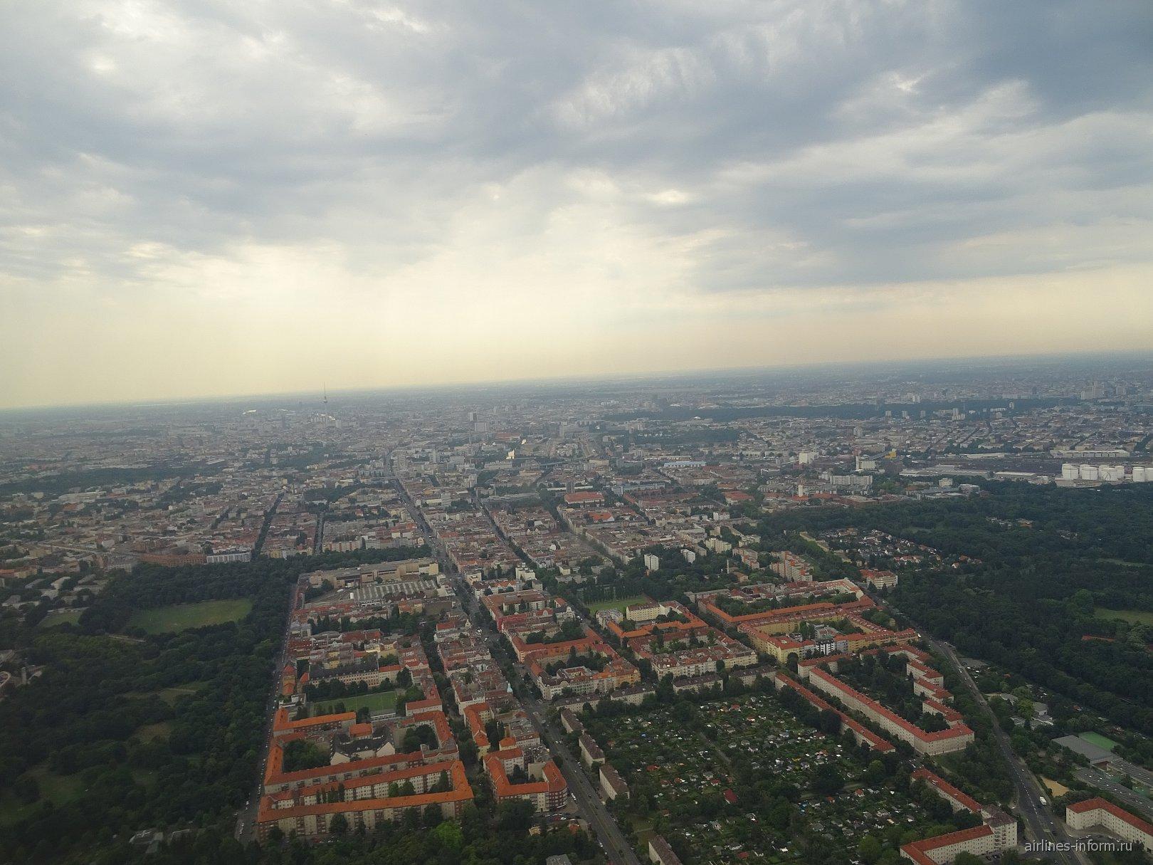 Вид на Берлин при взлете из аэропорта Тегель