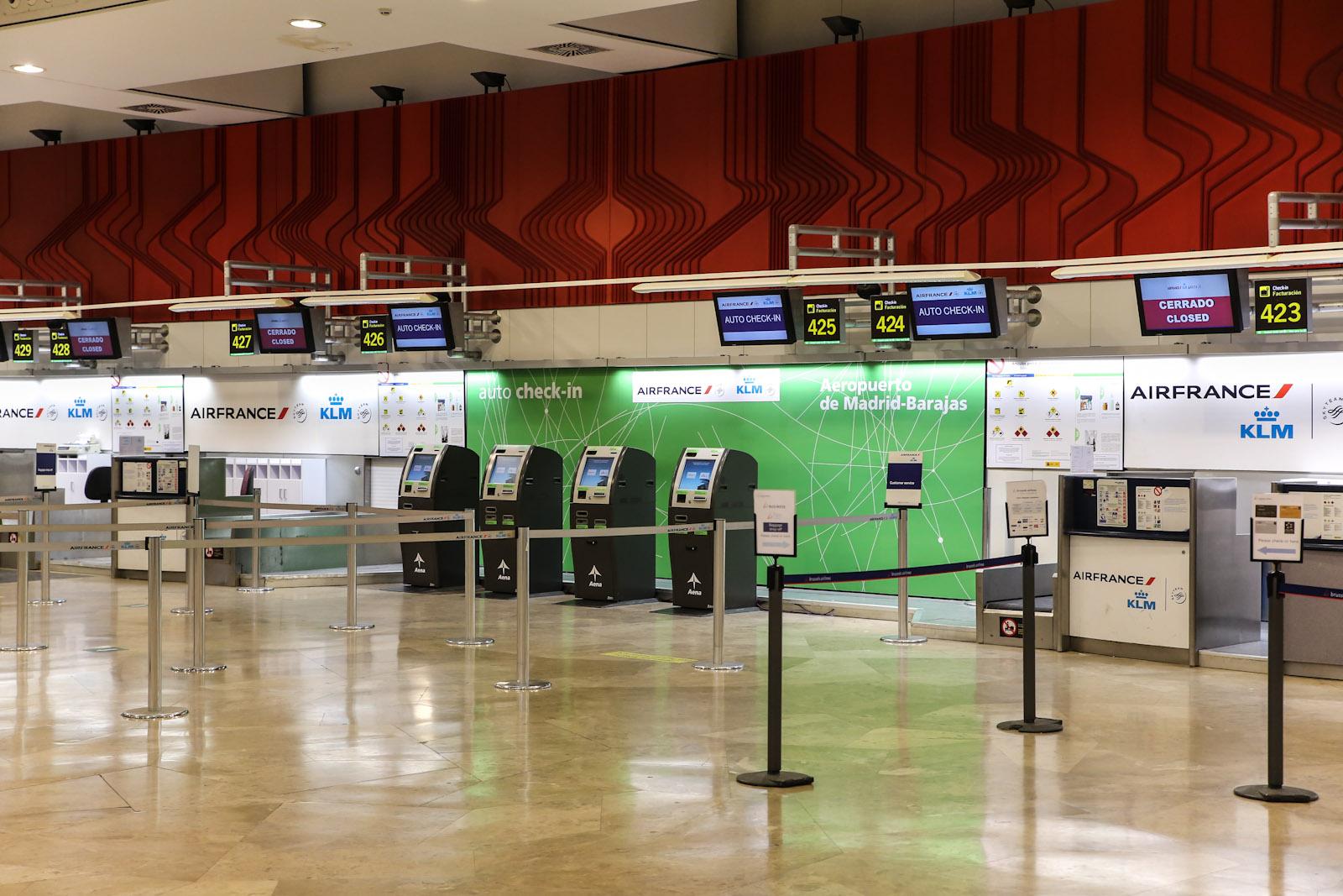 Стойки регистрации Air France-KLM в терминале Т2 аэропорта Барахас