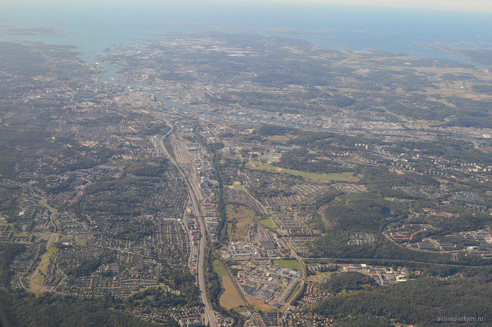 Вид из самолета на шведский город Гётеборг