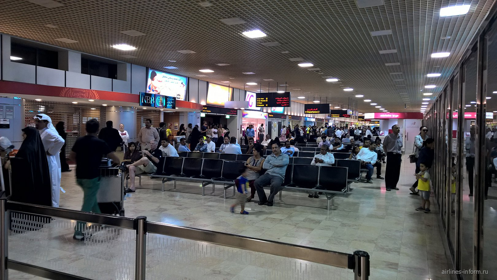 Зал прилета в аэропорту Бахрейн