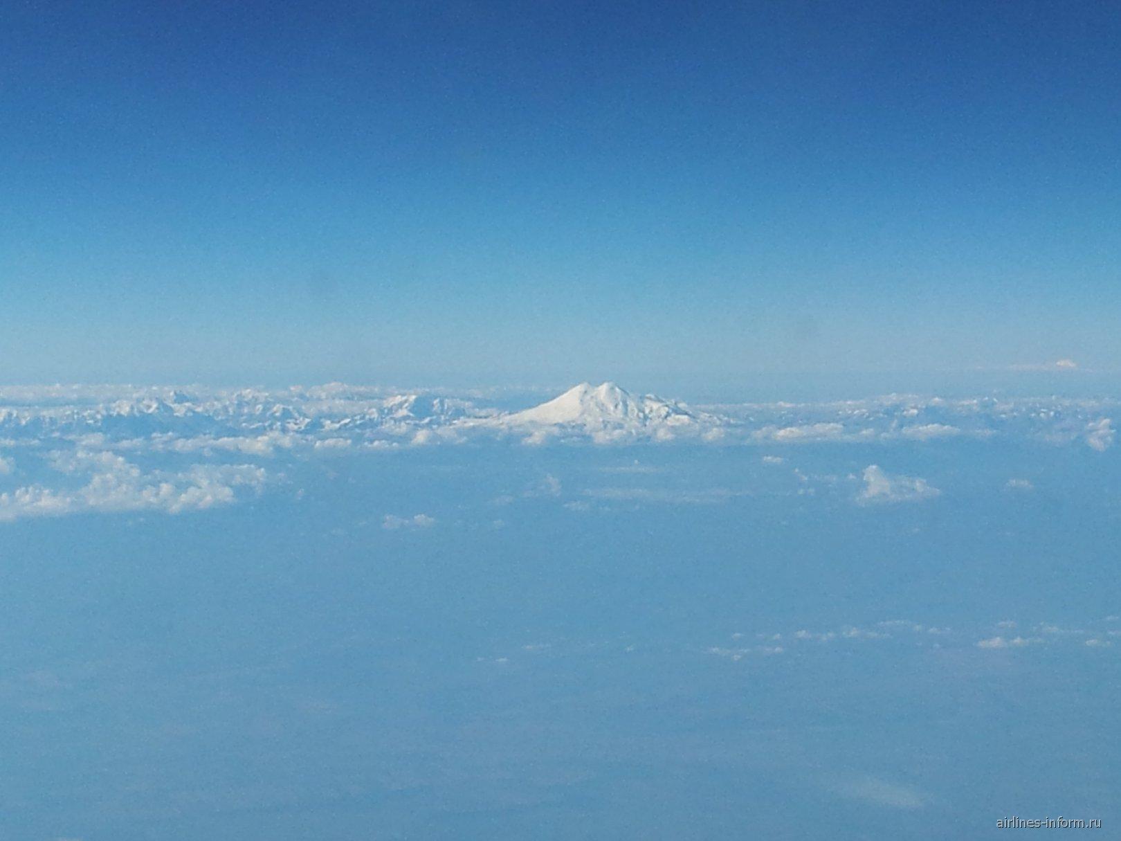 Пролетая над Кавказскими горами