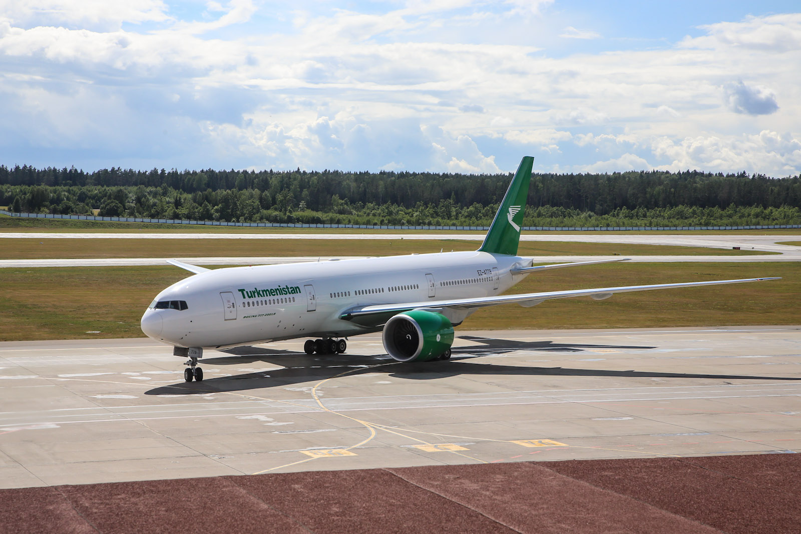 Боинг-777-200 Туркменских авиалиний в аэропорту Минск