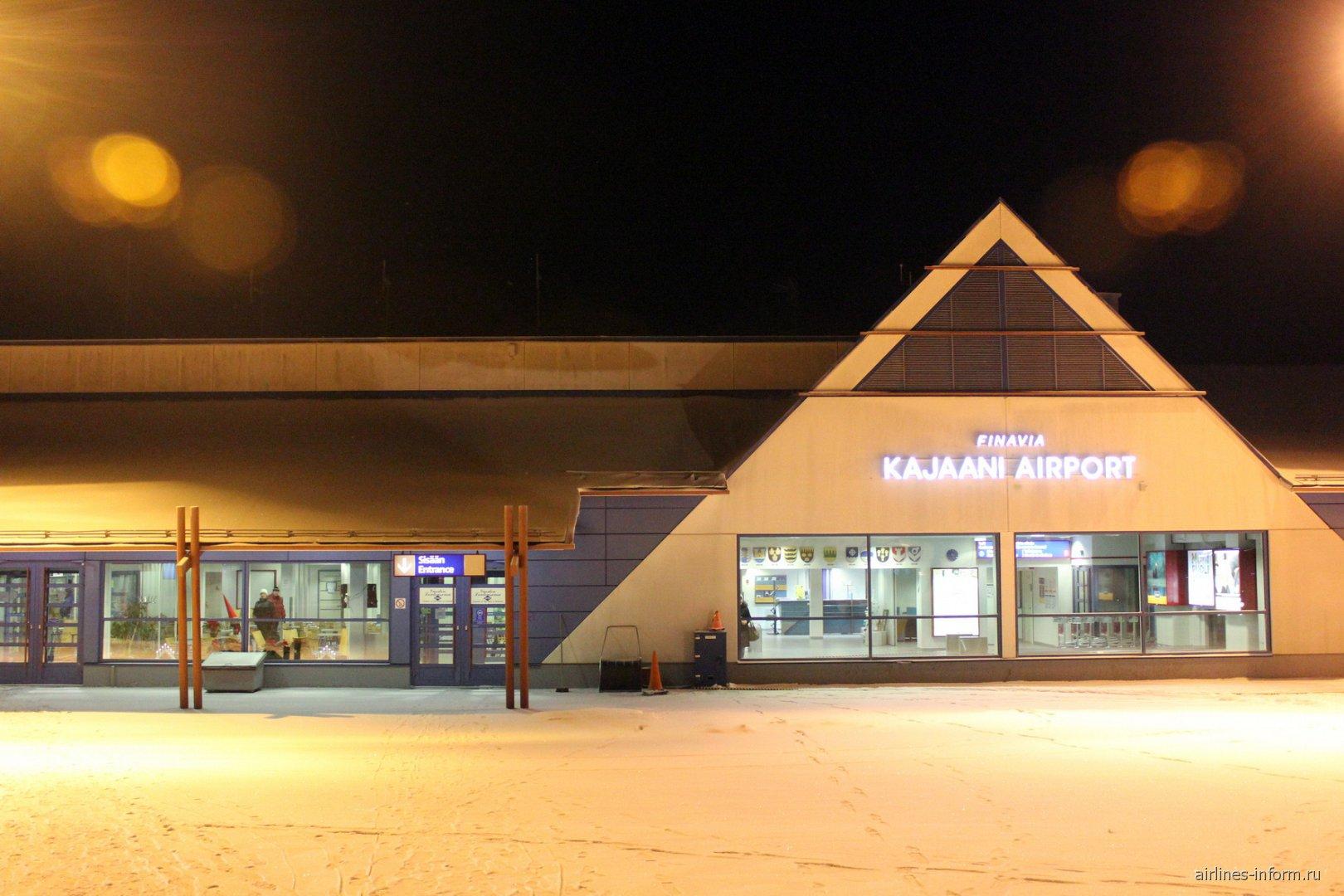 Аэровокзал аэропорта Каяни со стороны перрона