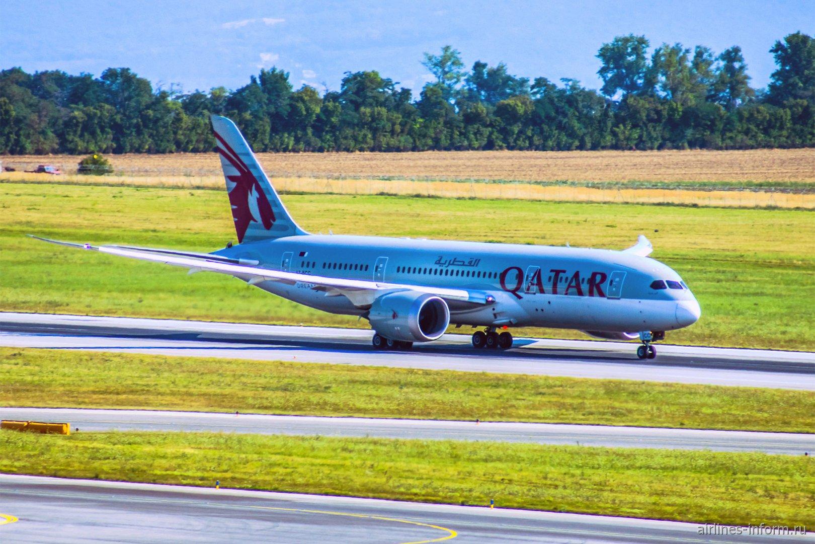Боинг-787-8 Катарских авиалиний в аэропорту Вены