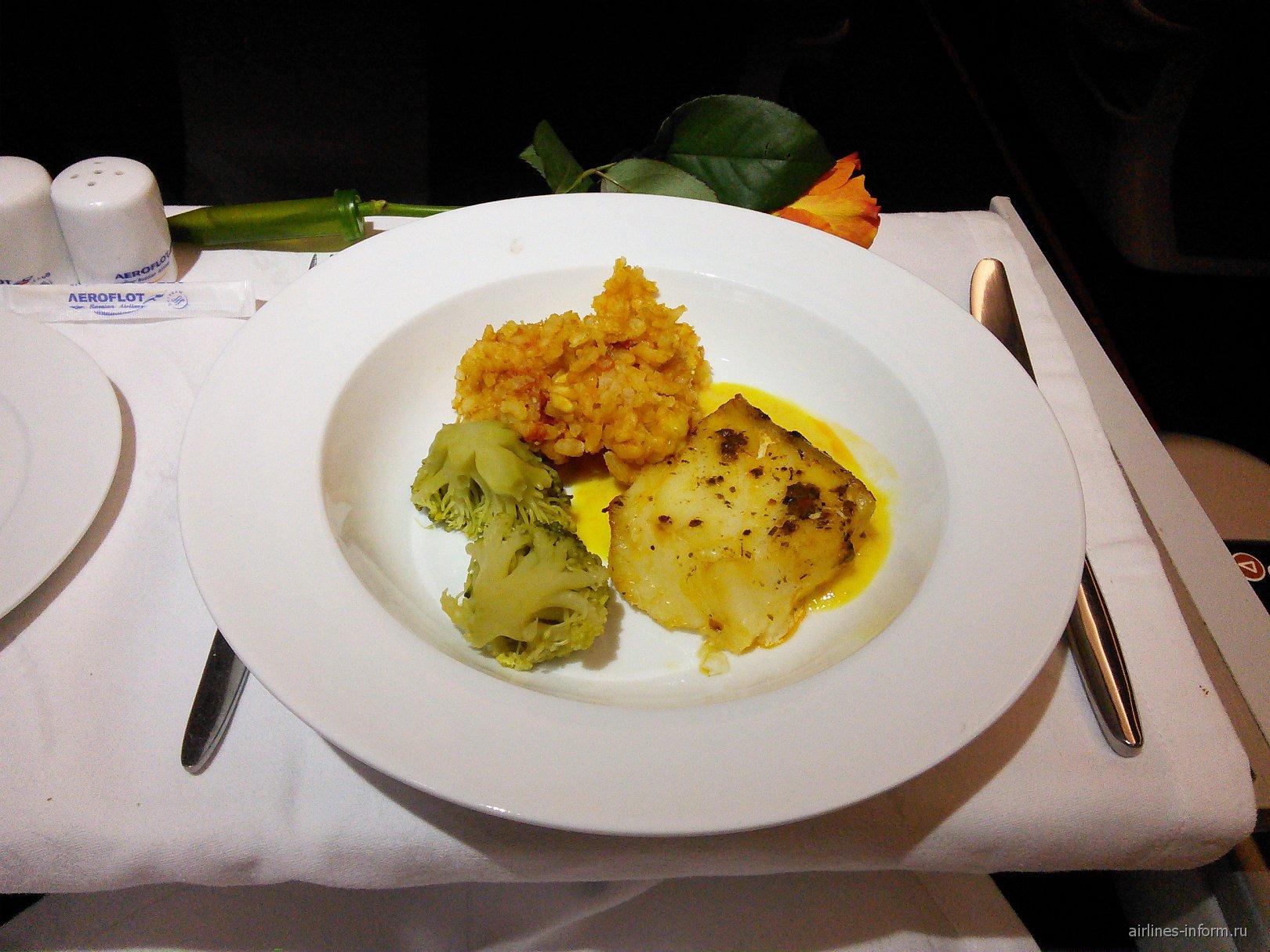 Основное блюдо в бизнес-классе Аэрофлота на рейсе Москва-Владивосток