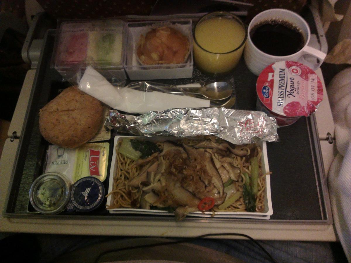 Питание на рейсе Сингапур-Москва авиакомпании Singapore Airlines