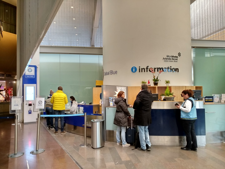 Информационная стойка в терминале 5 аэропорта Стокгольм Арланда