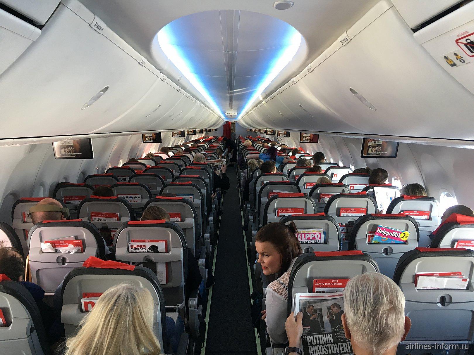 Пассажирский салон самолета Боинга-737 МАХ 8 авиакомпании Norwegian