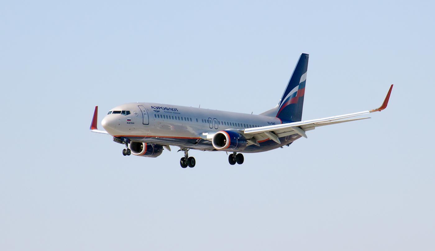 Боинг-737-800 VQ-BWE Аэрофлота заходит на посадку в аэропорт Иркутск
