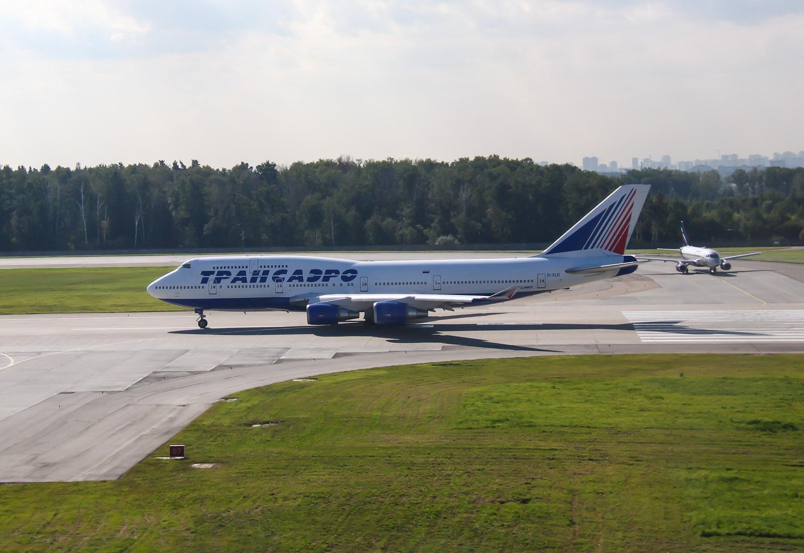 Боинг-747-400 Трансаэро в аэропорту Шереметьево
