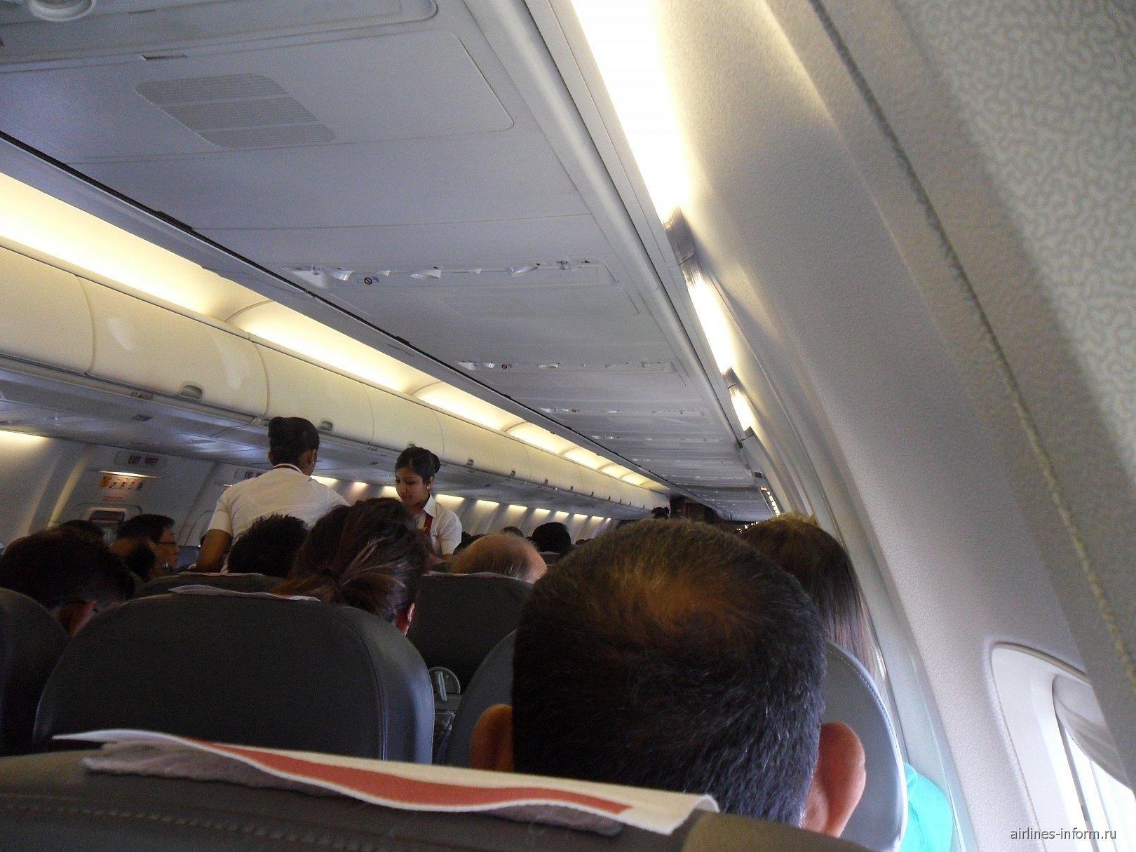 В самолете Боинг-737-800 авиакомпании SpiceJet