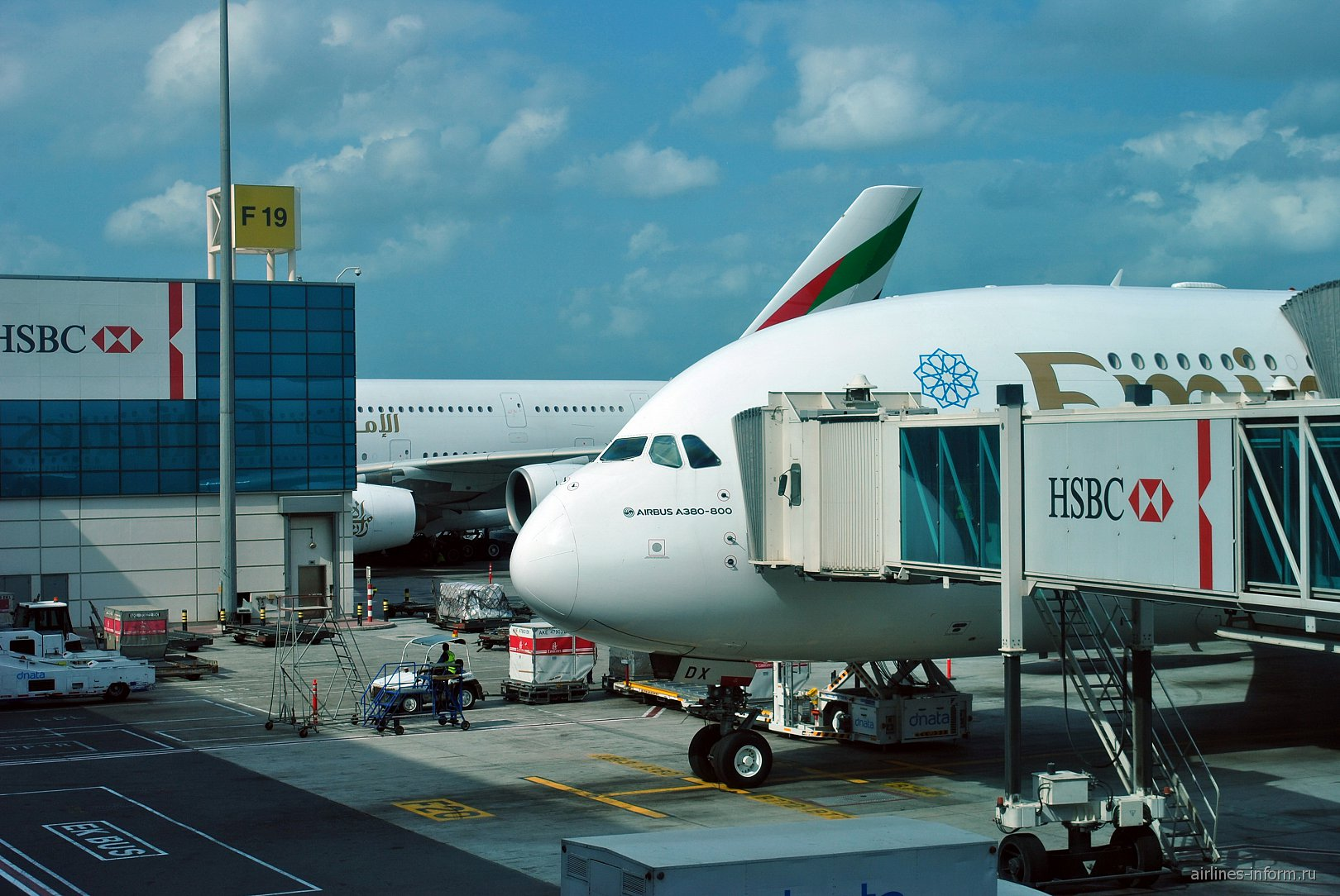 Самолеты Airbus A380 Emirates в аэропорту Дубай