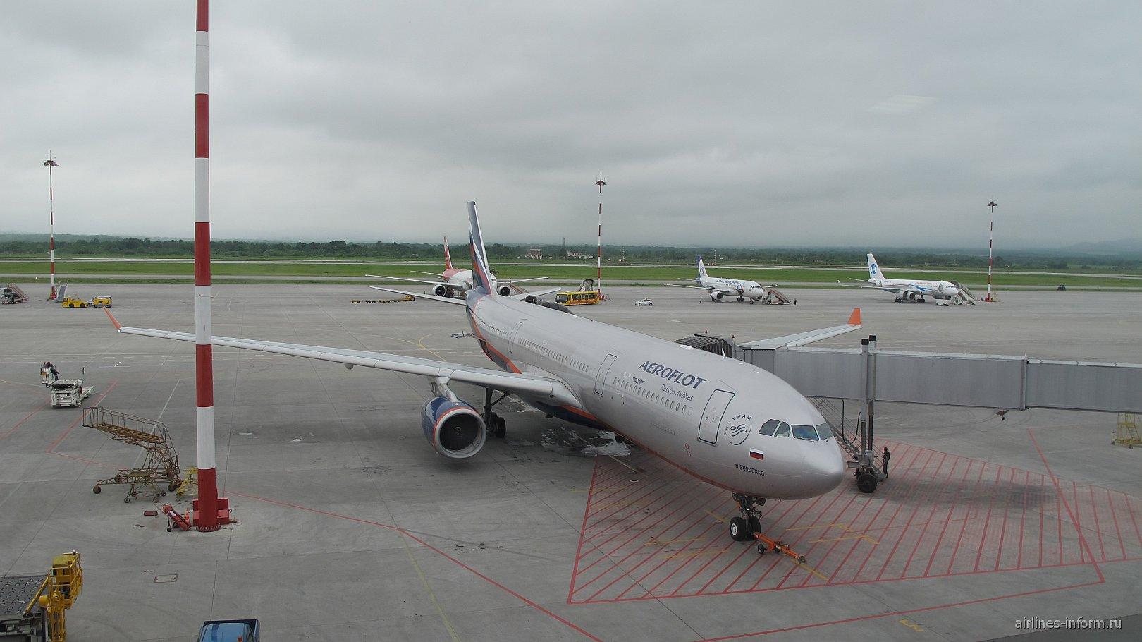 Airbus A330-300 Аэрофлота в аэропорту Владивостока