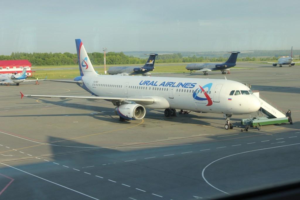 Airbus А321 Уральских авиалиний в аэропорту Уфа