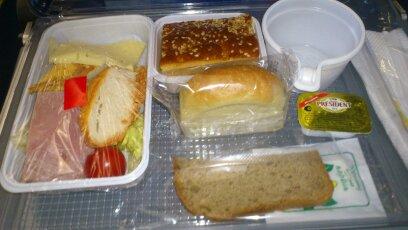 Питание на рейсе Сочи-Москва авиакомпании Владивосток Авиа