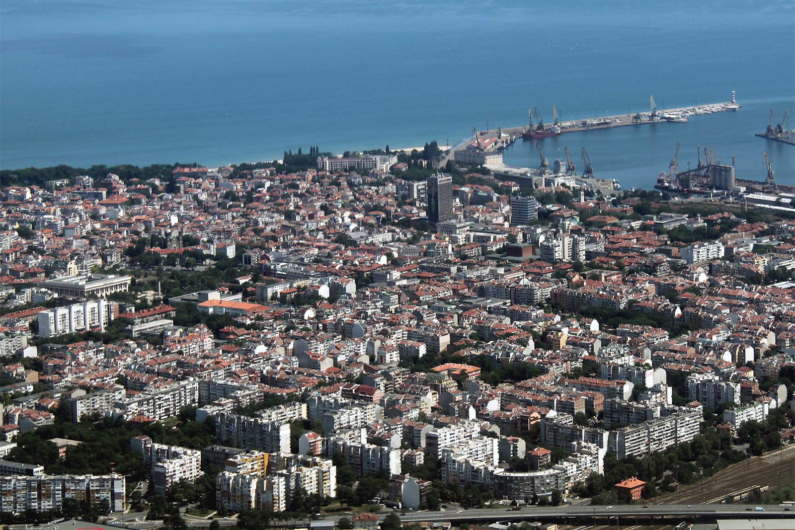 Вид на центр города Бургас в Болгарии