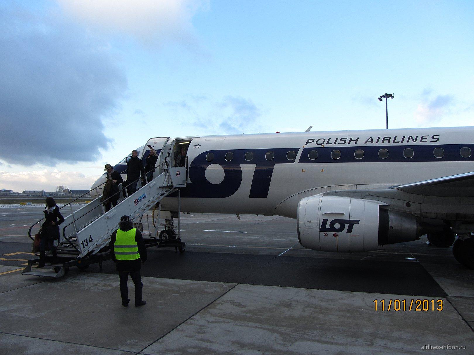 Самолет Эмбраер-175 авиакомпании ЛОТ-Польские авиалинии