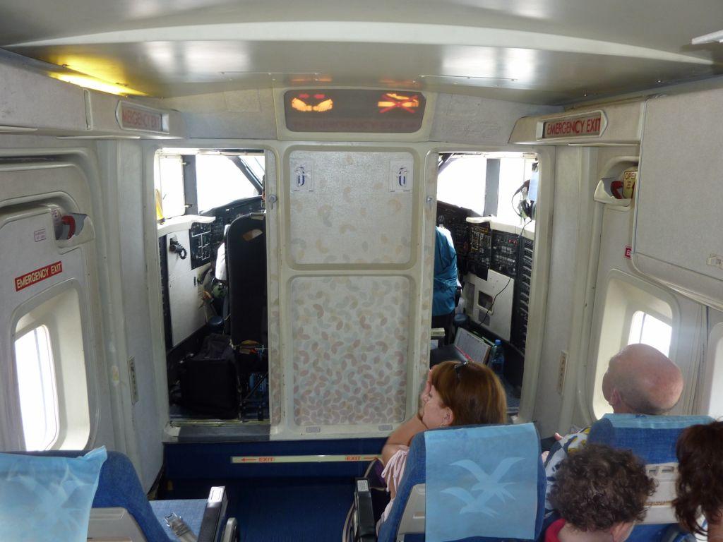 Салон самолета Shorts 360 авиакомпании Air Seychelles