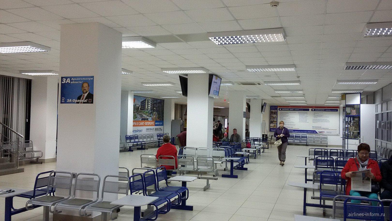 Зал ожидания в чистой зоне терминала 1 аэропорта Архангельск Талаги