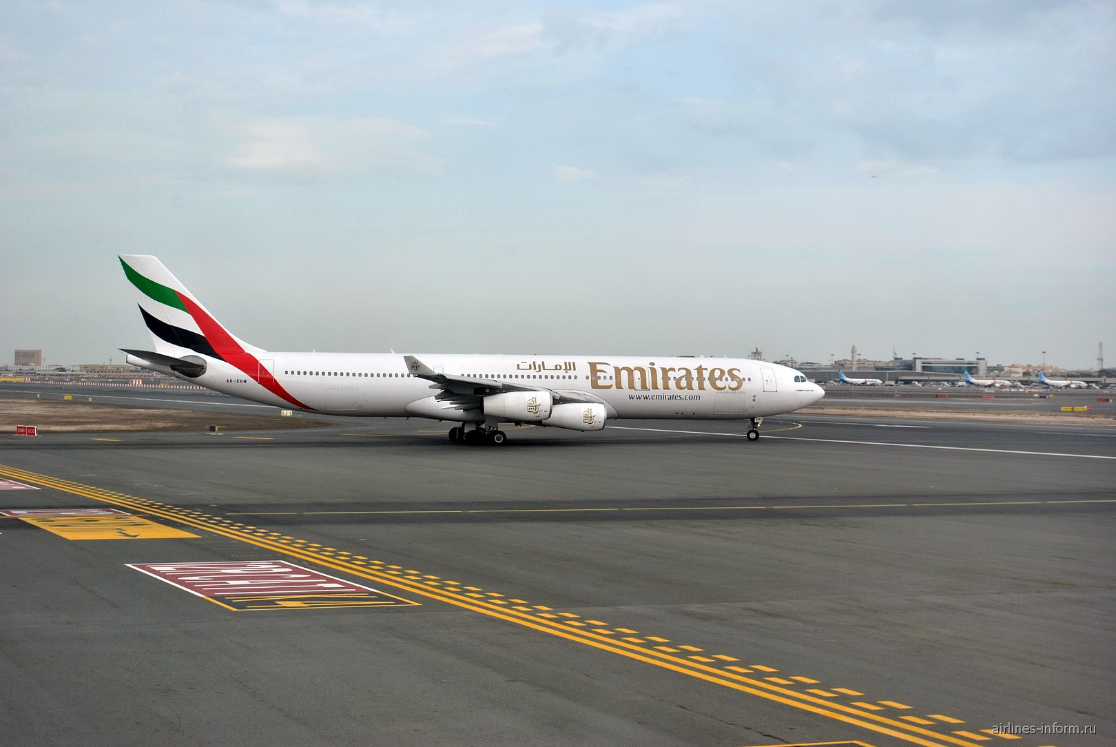 Airbus A340-300 авиакомпании Emirates в аэропорту Дубай