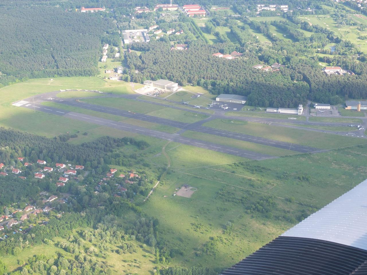 Вид на аэропорт Гатов в Берлине