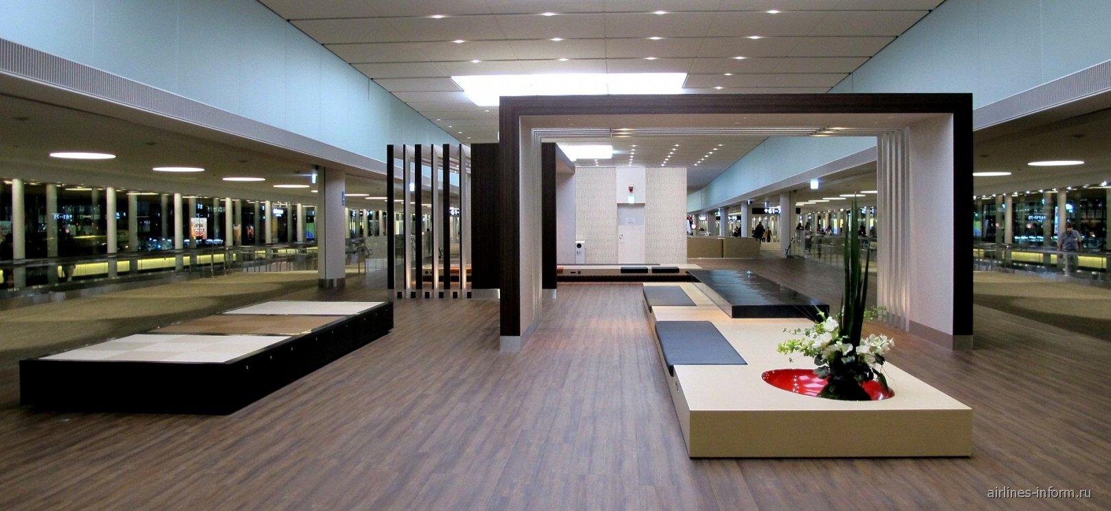 Зона отдыха Narita Sky Lounge в терминале 2 аэропорта Токио Нарита