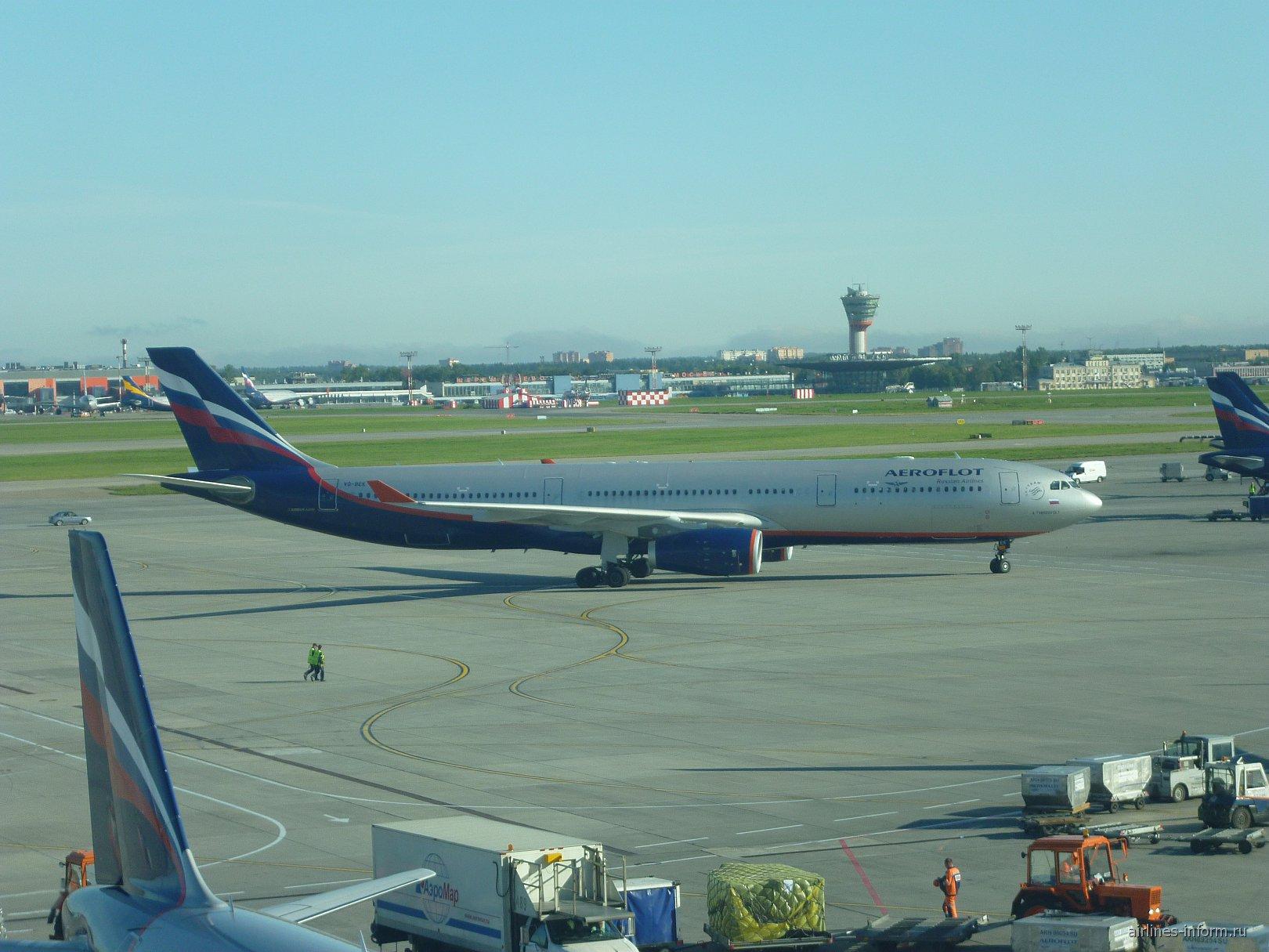 Airbus A330-300 Аэрофлота в аэропорту Москва Шереметьево